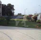 9 Bed 6 Kanal House For Sale in DHA Phase 8, D.H.A