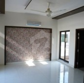 4 Bed 1 Kanal Upper Portion For Rent in DHA Phase 5, DHA Defence