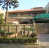 7 Bed 1 Kanal House For Sale in F-11/1, F-11