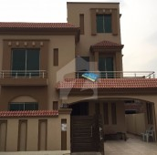 5 Bed 10 Marla House For Sale in Bahria Town, Lahore