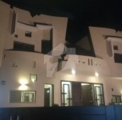 8 Bed 1 Kanal House For Sale in Sarwar Road, Cantt