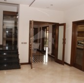 8 Bed 2.5 Kanal House For Sale in Garden Town, Lahore