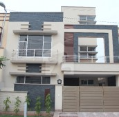 3 Bed 8 Marla House For Sale in Bahria Town - Usman Block, Bahria Town - Sector B
