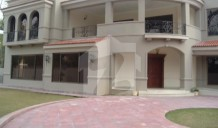 At F6/3 2000 Sq.yd Out Class 4 Bedrooms House Front Back Lawn For Rent