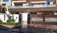 1  Kanal  Double Unit 5 Bed House  Main Boulevard In Front Corporate Office For Sale Will Be Sold To Nearest Offer