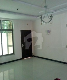 4 Bed 1.05 Kanal House For Sale in Sarwar Road, Cantt