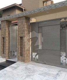 5 Bed 1 Kanal House For Sale in Tariq Gardens, Lahore