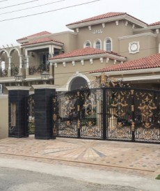 7 Bed 2.2 Kanal House For Sale in NFC 1, Lahore