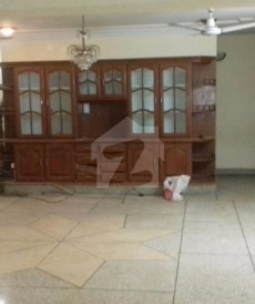 11 Bed 1 Kanal House For Sale in F-11/4, F-11