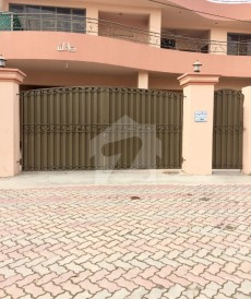 7 Bed 1.73 Kanal House For Sale in Canal View, Lahore