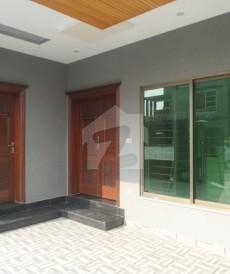 5 Bed 10 Marla House For Sale in Tariq Gardens - Block E, Tariq Gardens