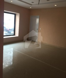 11 Bed 1.75 Kanal House For Sale in Gulberg, Lahore