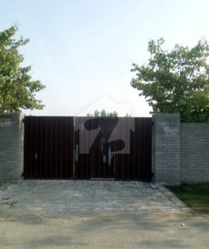 1 Bed 5.45 Kanal Farm House For Sale in Barki Road, Cantt