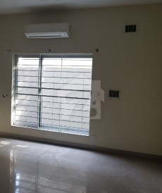 5 Bed 1.1 Kanal House For Sale in Shami Road, Cantt