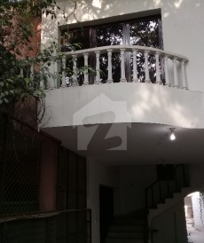 4 Bed 1 Kanal Upper Portion For Rent in Gulberg, Lahore