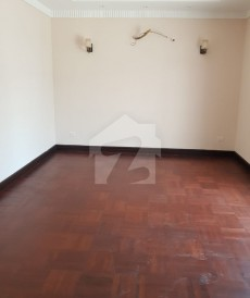 4 Bed 1.2 Kanal House For Rent in Cavalry Ground, Lahore
