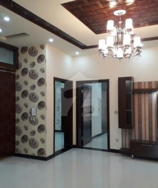 6 Bed 10 Marla House For Sale in Tariq Gardens, Lahore