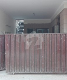 5 Bed 8 Marla House For Sale in Nishat Colony, Lahore