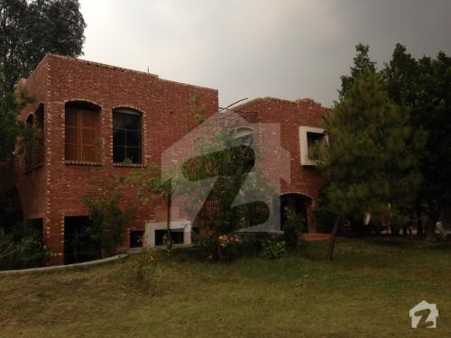 Fabulous farm house in green acres raiwind road for sale for Nayyar ali dada home designs