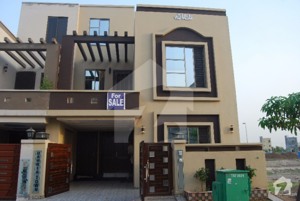 Beautifully Designed 5 Marla House In Sector D Bahria Town