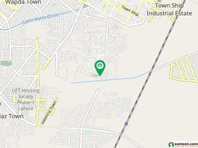 سادات کوآپریٹو ہاؤسنگ سوسائٹی (کالج ٹاؤن) لاہور میں 3 کمروں کا 7 مرلہ مکان 1.5 کروڑ میں برائے فروخت۔