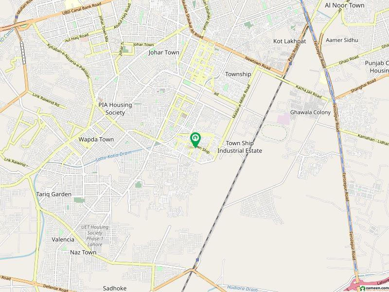 گرین ٹاؤن لاہور میں 1 کمرے کا 5 مرلہ کمرہ 6 ہزار میں کرایہ پر دستیاب ہے۔